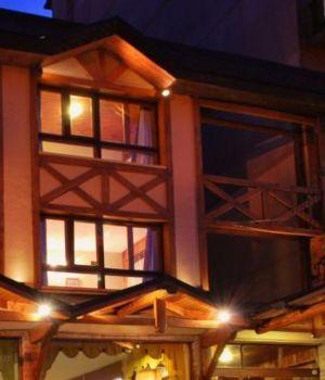Voraz incendio destruyó hotel en Bariloche