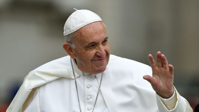 El Papa repudió la indiferencia hacia mujer desfigurada