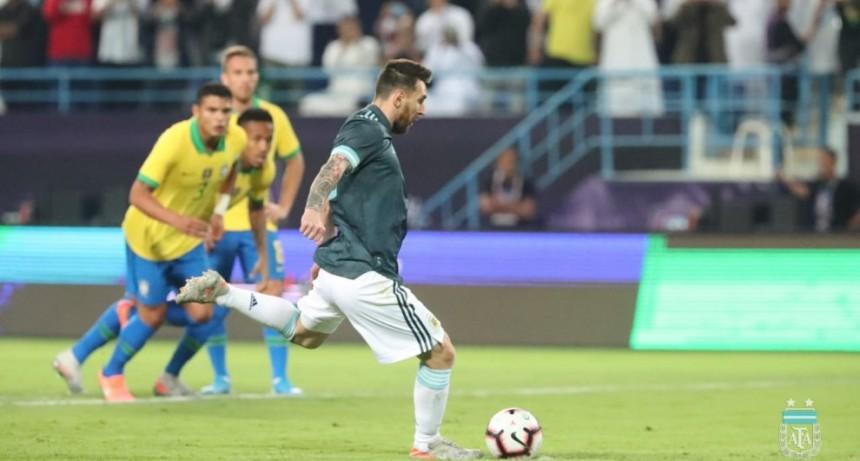 La selección Argentina derrotó hace minutos a Brasil en un amistoso internacional