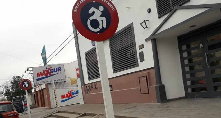 Los Autoservicios de la provincia deberán contar con personal que asista a personas con Discapacidad