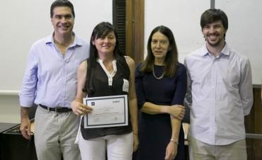 Capitanich entregó certificados a trabajadores municipales que se capacitaron en la Escuela de Gobierno