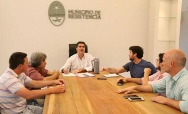 Capitanich se reunió con artesanos de la Pérgola de la Plaza 25 de Mayo