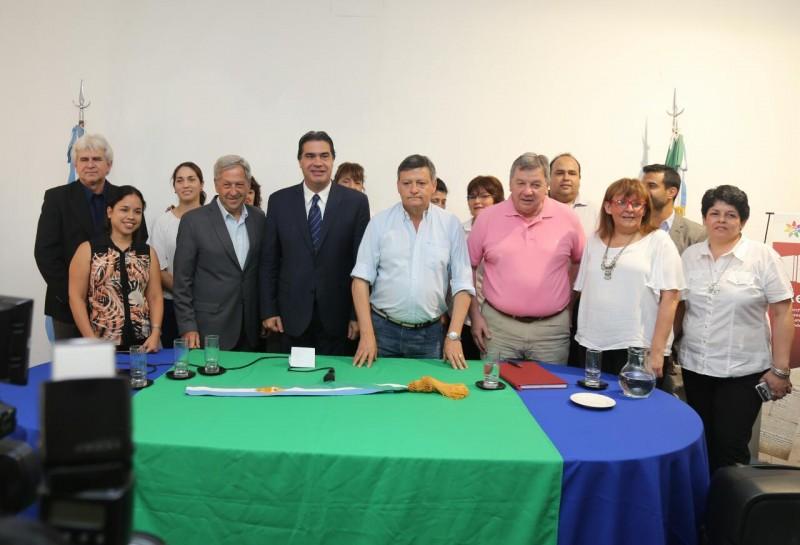 Capitanich donó la banda gubernamental al Museo Histórico de la Provincia del Chaco