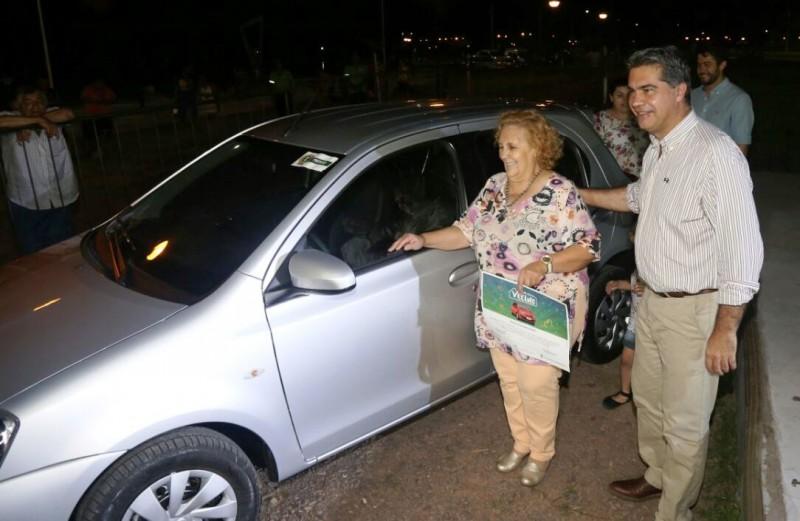 Al Día con Mi Vecino: una contribuyente de Villa Centenario ganó el Toyota 0 Km