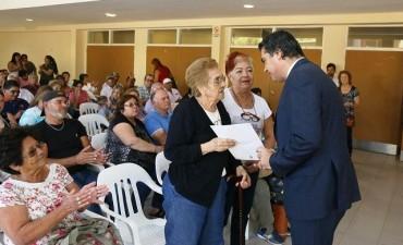 Regularización dominial: Capitanich entrego 42 títulos de propiedad a familias de diferentes barrios