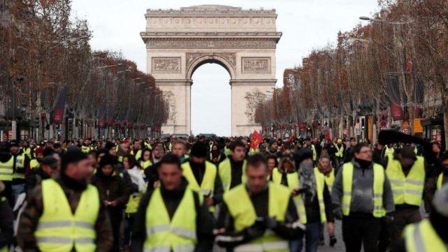 Más detenidos en otra jornada de furia en París