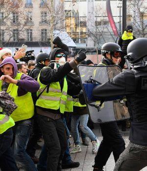 Tensión en Francia: casi mil detenidos en una nueva protesta de