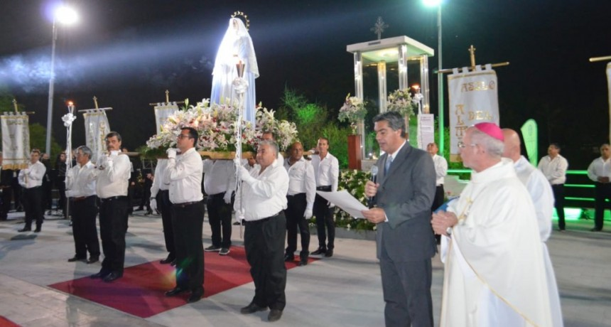 salutación de SolemneResistencia a la restaurada imagen de la Inmaculada Concepción de María