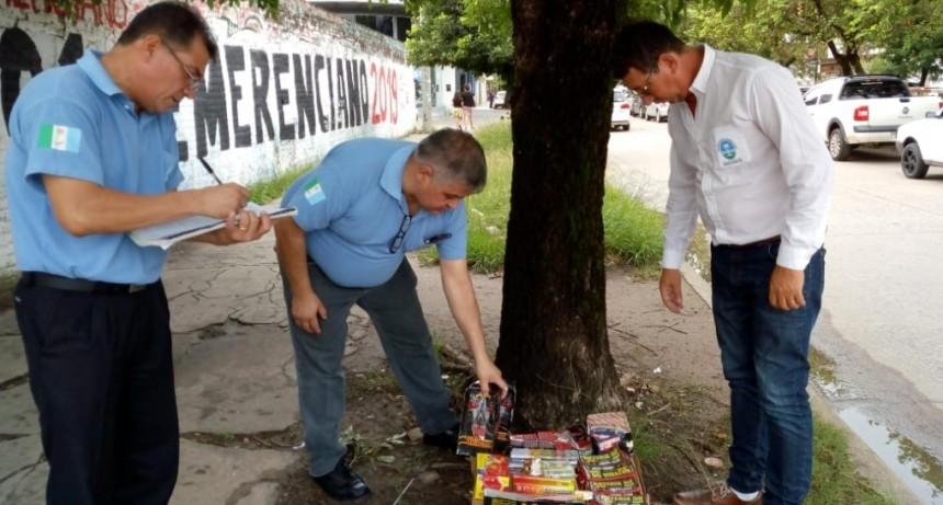 El municipio secuestro pirotecnia en puesto de venta ilegal