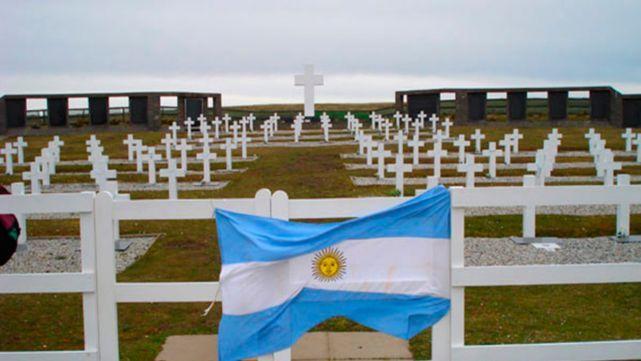 36 años después de Malvinas, trasladan restos de un soldado
