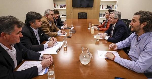 El Presidente recibe a miembros de la Mesa de Enlace