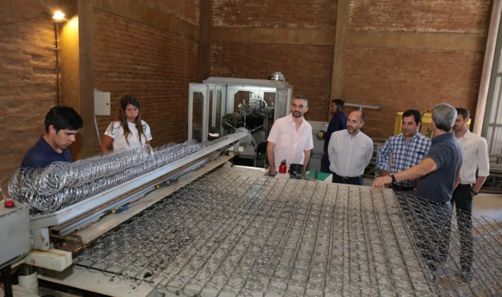 Una fábrica de colchones presentó a Lifton su plan de crecimiento industrial y productivo