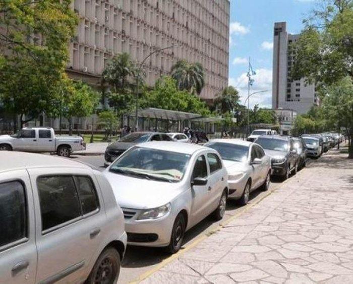 Desde el 1 al 31 de diciembre (con posibilidad de extenderse hasta enero de 2021), de 7 a 24 horas, se pueden estacionar automóviles alrededor de la Plaza 25 de Mayo en posición a 45 grados y sobre mano izquierda.