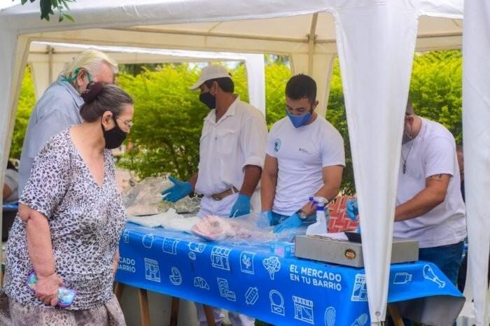 Sáenz Peña: Exitoso operativo del Mercado en tu Barrio, feria campesina y el camión de cabras
